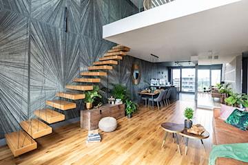 Schody półkowe – gwiazda zielonego apartamentu na Żoliborzu. Zaglądamy do środka
