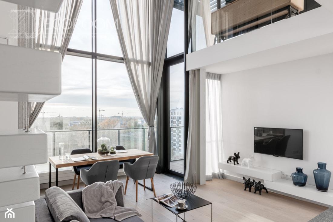Nowoczesny LOFT - Średni biały salon z jadalnią z tarasem / balkonem, styl nowoczesny - zdjęcie od Pracownia Architektury Wnętrz Decoroom - Homebook
