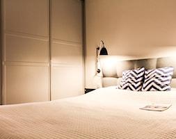 Mokotów 73m2 - Mała biała sypialnia małżeńska, styl nowojorski - zdjęcie od Łukasz Milewski Architekt - Homebook