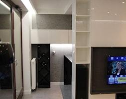 Monochromatyczny apartament 108m2 - Średni szary biały salon z jadalnią, styl minimalistyczny - zdjęcie od Łukasz Milewski Architekt