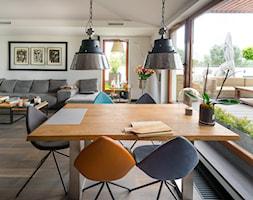 Sadyba 110 - Średnia otwarta biała jadalnia w salonie, styl nowoczesny - zdjęcie od Łukasz Milewski Architekt - Homebook