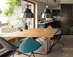 Sadyba 110 - Średnia otwarta biała szara jadalnia w kuchni, styl nowoczesny - zdjęcie od Łukasz Milewski Architekt - Homebook