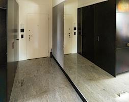 Sadyba 110 - Średni czarny szary hol / przedpokój, styl nowoczesny - zdjęcie od Łukasz Milewski Architekt - Homebook