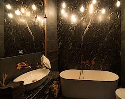 Sadyba 110 - Mała czarna łazienka na poddaszu w bloku w domu jednorodzinnym bez okna, styl nowocze ... - zdjęcie od Łukasz Milewski Architekt - Homebook