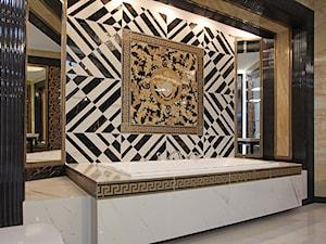 Projekt i realizacja łazienki ekspozycyjnej Gianni Versace CD - zdjęcie od dr hab. Jacek Krzysztof Żurek Pracownia Projektowa