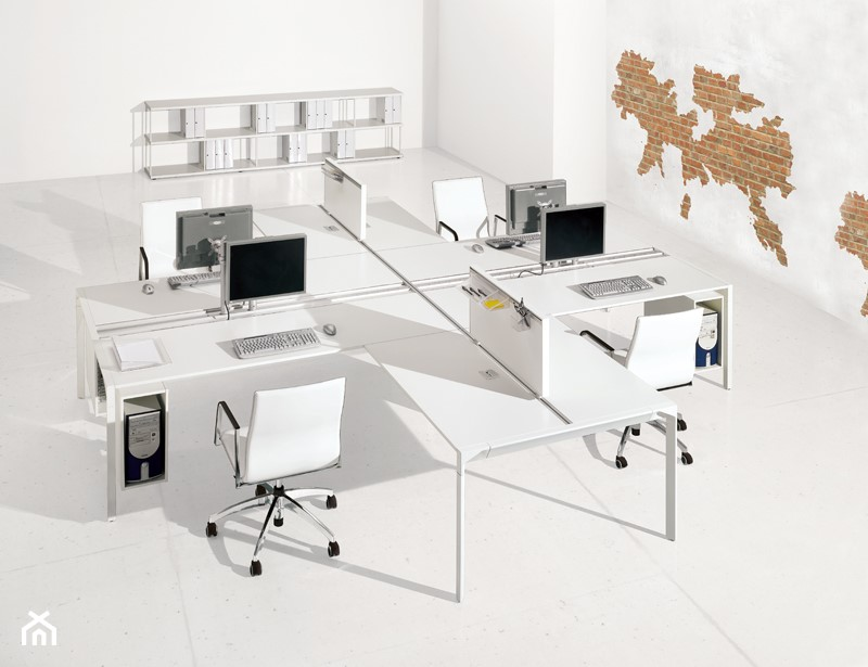 Aranżacje wnętrz - Biuro: Gabinet - Biuro, styl włoski - italiastyle. Przeglądaj, dodawaj i zapisuj najlepsze zdjęcia, pomysły i inspiracje designerskie. W bazie mamy już prawie milion fotografii!
