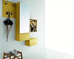Przedpokój - Mały biały hol / przedpokój, styl włoski - zdjęcie od italiastyle