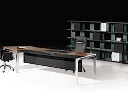 Gabinet - Duże czarne biuro pracownia, styl włoski - zdjęcie od italiastyle