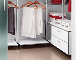 Garderoba - Mała zamknięta garderoba, styl włoski - zdjęcie od italiastyle