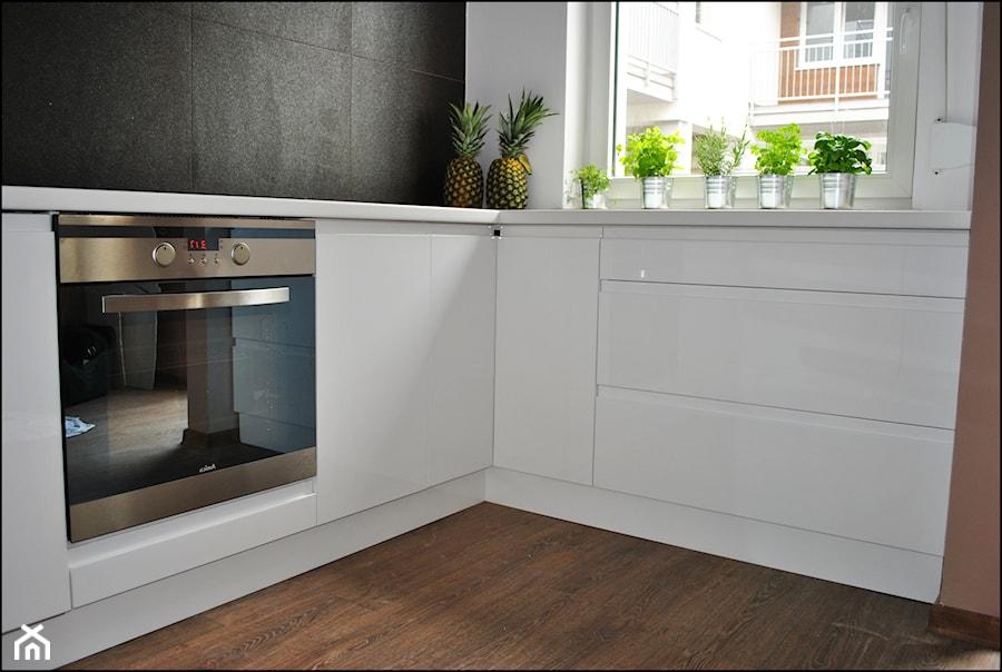 Kuchnia Biały Lakier Bez Szafek Górnych Zdjęcie Od Sysło