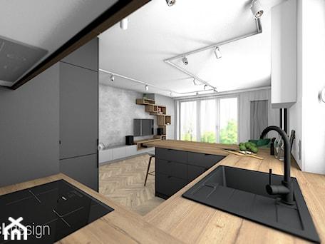 Aranżacje wnętrz - Kuchnia: Eklektyczne mieszkanie w Gdyni - Średnia otwarta biała czarna kuchnia w kształcie litery g w aneksie z oknem, styl nowoczesny - black design. Przeglądaj, dodawaj i zapisuj najlepsze zdjęcia, pomysły i inspiracje designerskie. W bazie mamy już prawie milion fotografii!