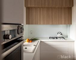 Ciepłe mieszkanie / drewno + szarości - Kuchnia, styl skandynawski - zdjęcie od black design - Homebook