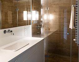 Ciepłe mieszkanie / drewno + szarości - Łazienka, styl nowoczesny - zdjęcie od black design - Homebook
