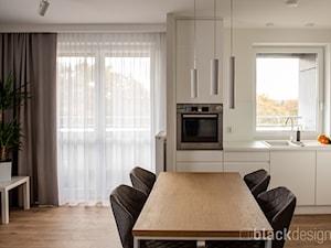 Ciepłe mieszkanie / drewno + szarości - Jadalnia, styl skandynawski - zdjęcie od black design