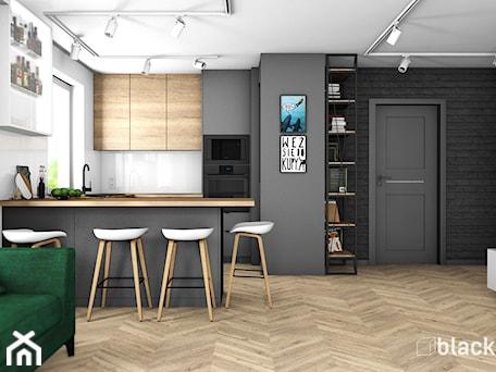 Aranżacje wnętrz - Kuchnia: Eklektyczne mieszkanie w Gdyni - Średnia otwarta biała czarna kuchnia w kształcie litery u w aneksie z oknem, styl eklektyczny - black design. Przeglądaj, dodawaj i zapisuj najlepsze zdjęcia, pomysły i inspiracje designerskie. W bazie mamy już prawie milion fotografii!