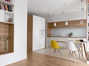 Mieszkanie M&M - Mała otwarta biała jadalnia w kuchni, styl nowoczesny - zdjęcie od 081 architekci