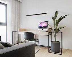 WNĘTRZE ROZ_18 - Małe białe biuro domowe kącik do pracy w pokoju, styl minimalistyczny - zdjęcie od 081 architekci