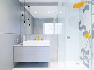 WNĘTRZE GRE_16 - Mała szara łazienka na poddaszu w bloku w domu jednorodzinnym bez okna, styl nowoczesny - zdjęcie od 081 architekci