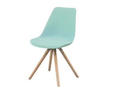 Czerwone Krzesła drewniane – modne wyposażenie wnętrz na Homebook.pl
