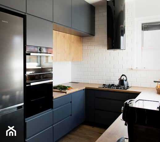 Jak odnowić meble kuchenne przy pomocy folii samoprzylepnej?