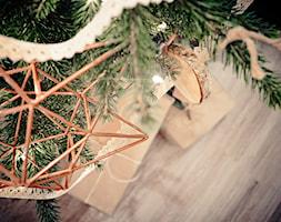 Święta w kolorze aksamitnej zieleni i miedzi - Mały salon, styl skandynawski - zdjęcie od My Sweet Dreaming Home - Homebook