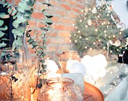 Święta w kolorze aksamitnej zieleni i miedzi - Mały szary salon, styl skandynawski - zdjęcie od My Sweet Dreaming Home - Homebook