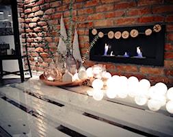 Święta w kolorze aksamitnej zieleni i miedzi - Mały brązowy salon, styl skandynawski - zdjęcie od My Sweet Dreaming Home