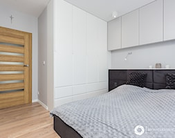 Warszawa / Wola - Mała średnia biała sypialnia małżeńska, styl nowoczesny - zdjęcie od Michał Młynarczyk - Fotografia wnętrz - Homebook