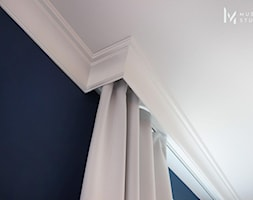 Zdecydowana Ślężna - Mały niebieski salon, styl nowojorski - zdjęcie od Musiał Studio - Homebook