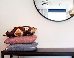 Zdecydowana Ślężna - Średni biały hol / przedpokój, styl kolonialny - zdjęcie od Musiał Studio - Homebook