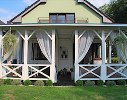 Weranda - Mały taras z tyłu domu, styl klasyczny - zdjęcie od Daria Jurczyk-Ziółkowska - Homebook