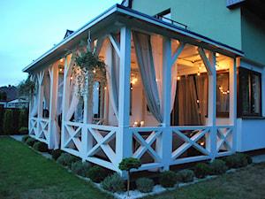 Weranda - Średni taras z tyłu domu, styl klasyczny - zdjęcie od Daria Jurczyk-Ziółkowska