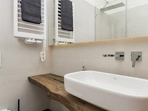 Dom w Jaworznie - Mała szara łazienka w bloku w domu jednorodzinnym bez okna, styl eklektyczny - zdjęcie od ORANGE STUDIO