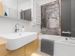 Apartament na Murarskiej, Kraków - Mała szara łazienka w bloku bez okna, styl nowoczesny - zdjęcie od ORANGE STUDIO