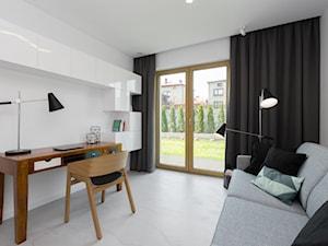 Dom w Jaworznie - Duże białe biuro kącik do pracy w pokoju, styl nowoczesny - zdjęcie od ORANGE STUDIO