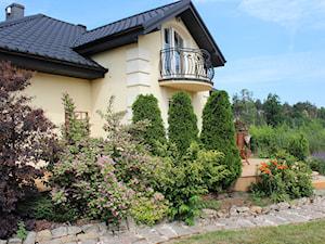 projekt elewacji z ogrodem - Duży ogród za domem, styl tradycyjny - zdjęcie od ALI DECOR ALINA KOWALSKA PROJEKTOWANIE I ARANŻACJA WNĘTRZ