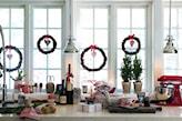 wianki świąteczne w oknie