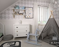 Inspiracje - Mały biały szary pokój dziecka dla chłopca dla dziewczynki dla malucha, styl skandynawski - zdjęcie od ANWIS Sp. z o.o.