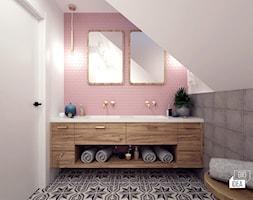 Projekt łazienki 7,31 m2 / Niepołomice - Mała biała szara różowa łazienka na poddaszu z oknem, styl eklektyczny - zdjęcie od BIG IDEA studio projektowe