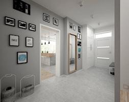 Projekt domu 70 m2 / Jabłonka - Średni biały szary hol / przedpokój, styl skandynawski - zdjęcie od BIG IDEA studio projektowe