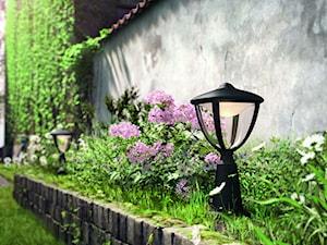 Lampy zewnętrzne - Średni ogród za domem, styl prowansalski - zdjęcie od Philips Lighting