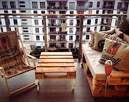 Stoliki z plaet na białych nogach - zdjęcie od FabrykaPalet