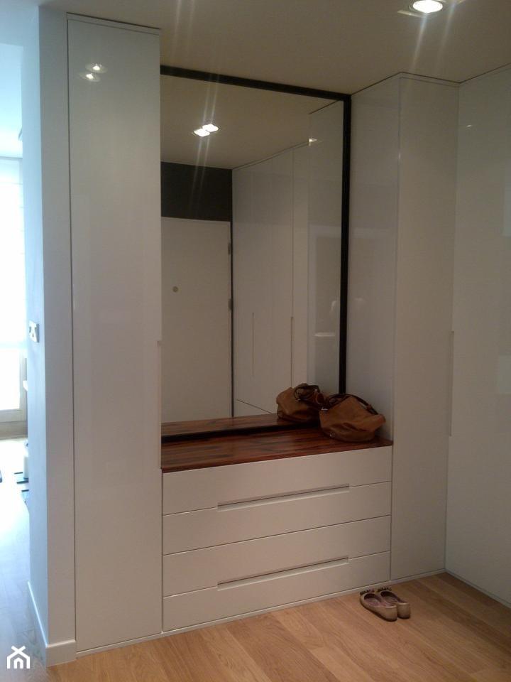 Mieszkanie 43m IXX dzielnica - Średni biały hol / przedpokój, styl nowoczesny - zdjęcie od chic2chic - Homebook