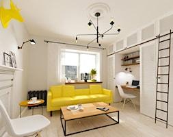 Salon mieszkania w stylu Skandynawskim, w miejscem do pracy - zdjęcie od Alina Shevchenko Interiors - Homebook