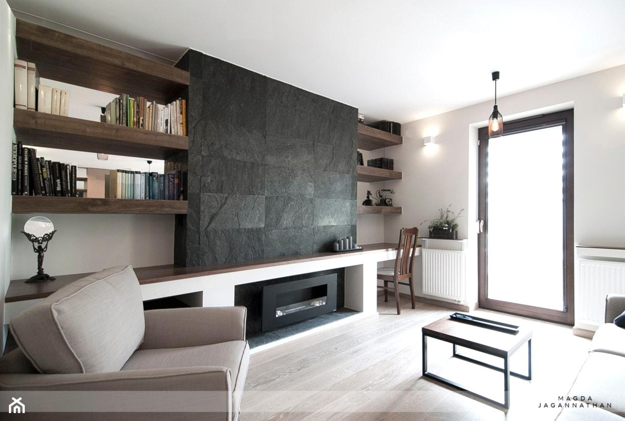 Mieszkanie Zielonki - Mały szary biały salon, styl tradycyjny - zdjęcie od magda jagannathan pracownia projektowa JAGANNA - Homebook