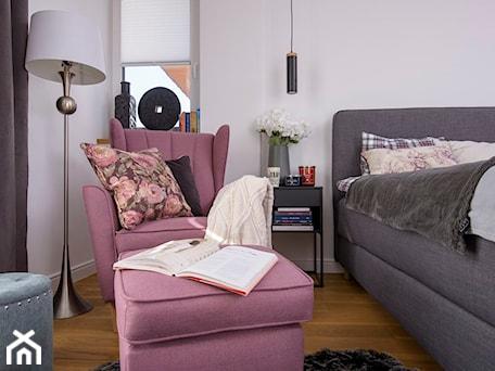 Aranżacje wnętrz - Sypialnia: Fotele wybrane przez influencerki - Sypialnia, styl eklektyczny - Fabryka Mebli GALA COLLEZIONE. Przeglądaj, dodawaj i zapisuj najlepsze zdjęcia, pomysły i inspiracje designerskie. W bazie mamy już prawie milion fotografii!