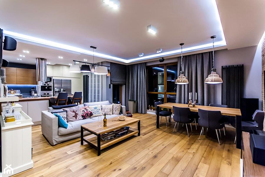 APARTAMENT NAD MORZEM - Średni szary salon z kuchnią z jadalnią z tarasem / balkonem, styl vintage - zdjęcie od STUDIO FORMA