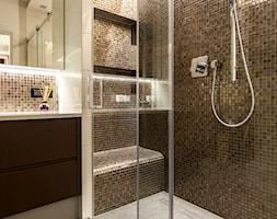 APARTAMENT RODZINNY GDAŃSK - Beżowa brązowa łazienka jako domowe spa, styl nowoczesny - zdjęcie od STUDIO FORMA