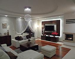 Malbork - Duży szary biały salon, styl nowoczesny - zdjęcie od Arkada Art Elżbieta Pietrzyk
