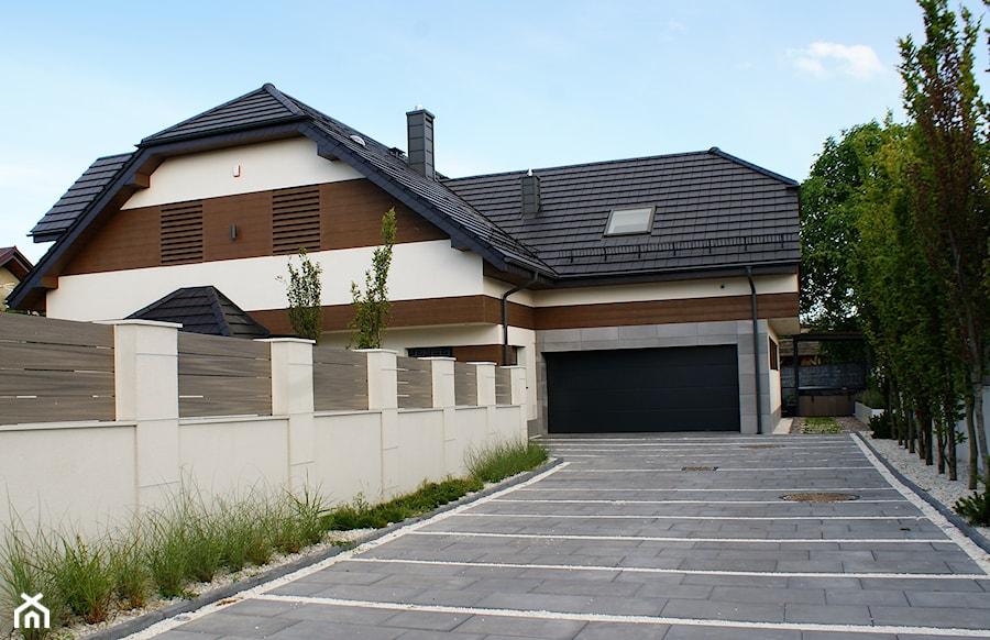 Gdynia Pogórze- Realizacja ogrodu i elewacji domu 230 m2. - zdjęcie od Malee - Projektowanie z pasją